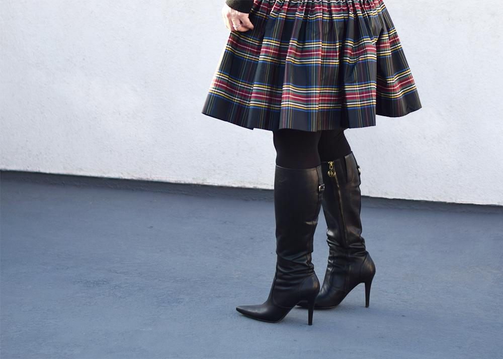 christmas-outfit-barefoot-in-la-fashion-blog-j-crew-plaid-skirt-0698